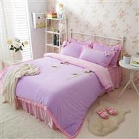 紫粉天鹅绒花朵三件套,四件套。被套A版紫色,B版粉色,床裙也是粉色。